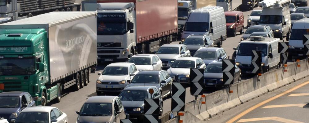 Schianto in autostrada, tre feriti: 11 chilometri di coda nel tratto della Bassa