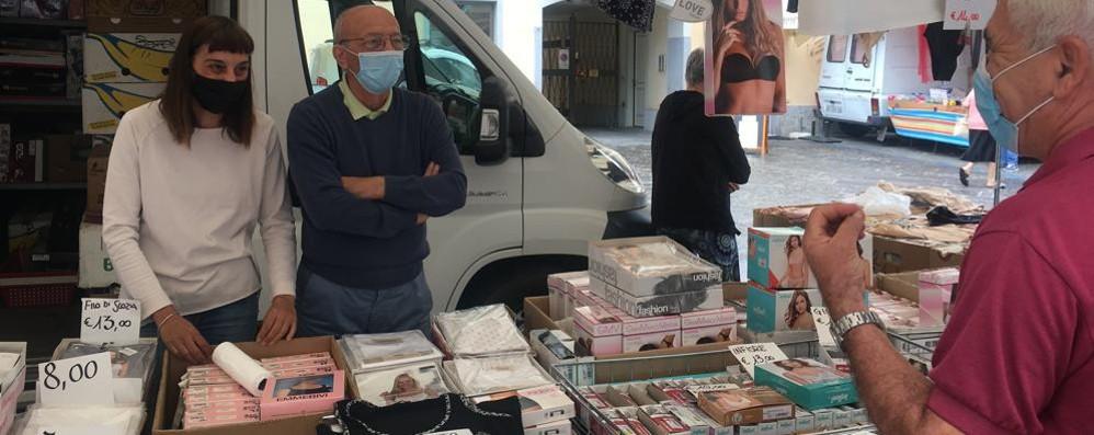 Stop dell'usato sulle bancarelle, a Codogno il mercato torna a parlare italiano