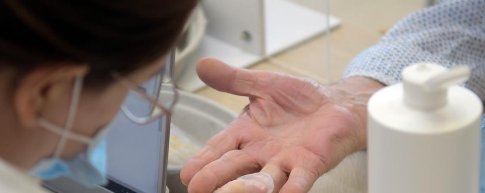 Studio epidemiologico su duemila cittadini a Carpiano, risultati in forte ritardo