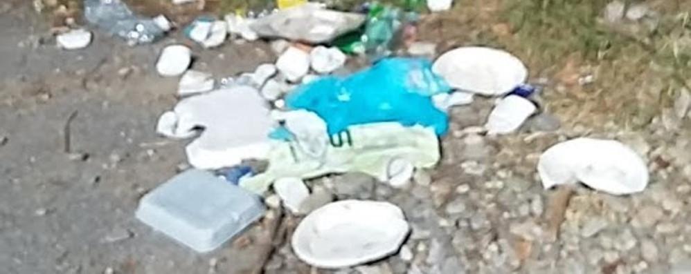 Barbecue, immondizia e bagni proibiti:  a Zelo è l'estate degli incivili