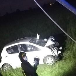 Brembio, esce di strada e va a sbattere contro un palo: ferito un 38enne