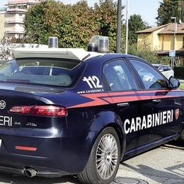 Tragico gesto in zona industriale, i carabinieri la trovano e la salvano