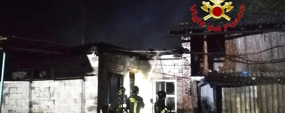 Un altro incendio in cascina, questa volta i danni sono limitati