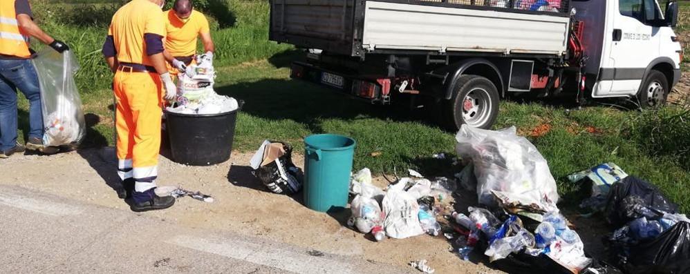 LODI VECCHIO Abbandona un maxi cumulo di rifiuti: subito rintracciato e multato