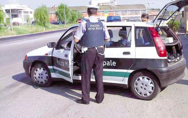 Polizie locali, la Regione finanza 131 progetti per l'acquisto di auto, fototrappole e body cam