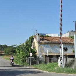Sbarre abbassate sul passato: nel Lodigiano ancora 15 passaggi a livello