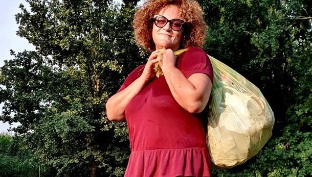 CAVACURTA L'ecologista spazzina Lorenza Cabrini ha ripulito i 7 chilometri della ciclabile