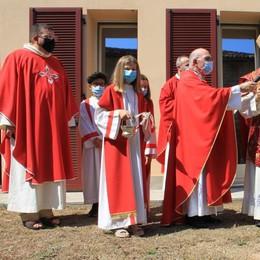 Il vescovo a Mairago per San Fermo benedice l'ulivo per le vittime Covid
