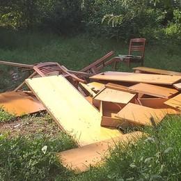 Lodi, abbattute le baracche lungo l'argine dell'Adda in zona Martinetta