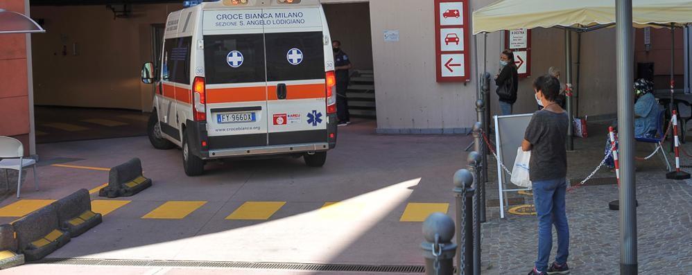 LODI Pronto soccorso, sala d'attesa all'esterno: soluzione vicina