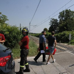MALEO Auto travolta dal treno al passaggio a livello, muore una 34enne