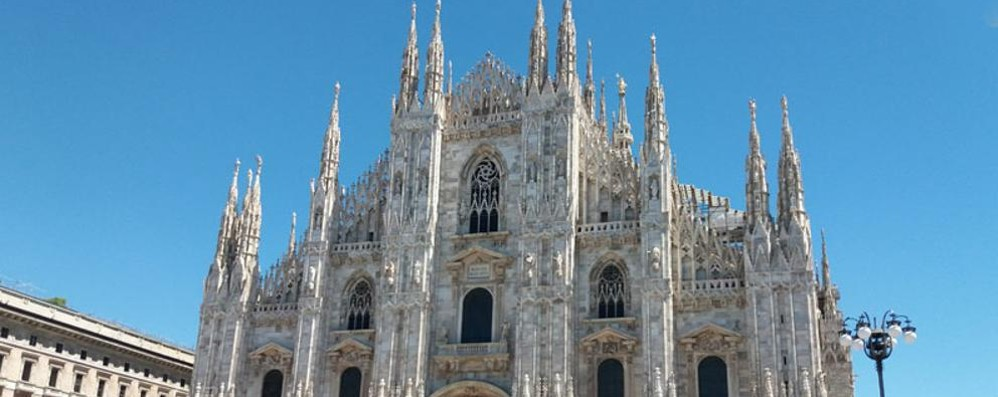 Paura in Duomo a Milano: con il coltello minaccia una guardia giurata, arrestato