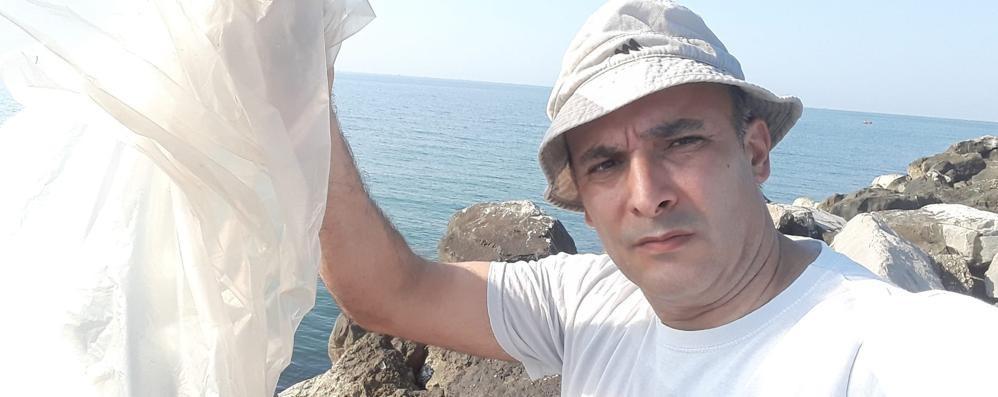 """Peschiera, il """"turista spazzino"""":  raccoglie rifiuti per ben 25 ore"""