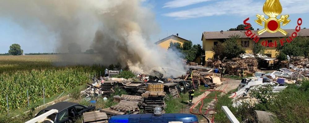 SANT'ANGELO Dopo l'incendio di venerdì ora divampa la polemica