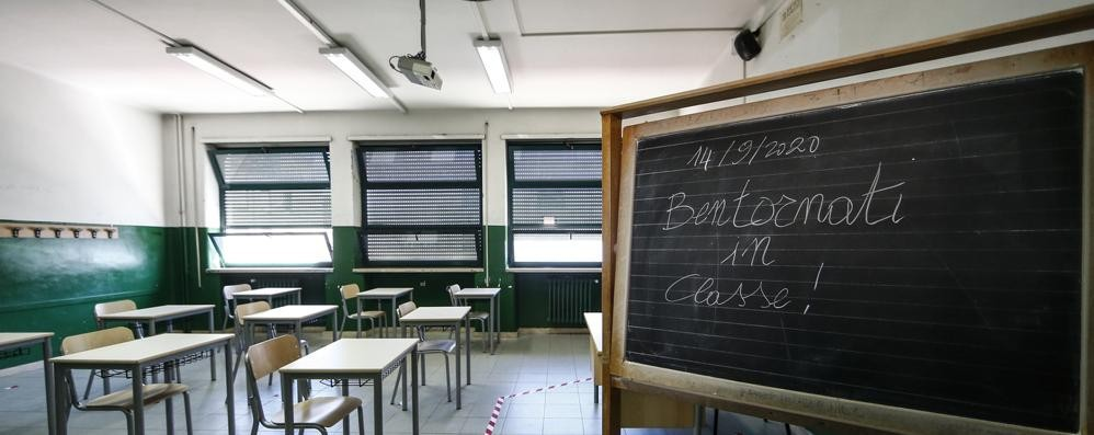 Banchi di scuola, commessa impossibile: a fine agosto la richiesta per 200mila pezzi