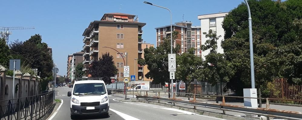 Bar di Melegnano chiuso per 10 giorni dal questore: «Schiamazzi e norme anti covid poco rispettate»