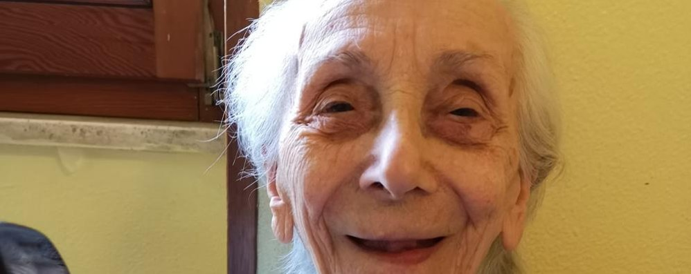 Compie 101 anni dopo aver vinto  la sua battaglia contro il virus