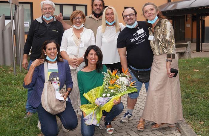 Un mazzo di fiori per il nuovo sindaco di Miradolo Michela Callegari