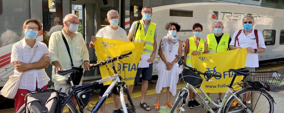 «Le bici vietate sui treni della S1,  un disagio per i lavoratori e i turisti»