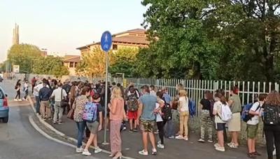 L'ingresso alla Don Milani a Lodi