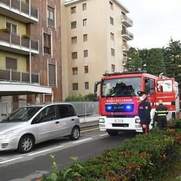 SAN DONATO Rogo in un appartamento, evacuato un palazzo di sei piani VIDEO