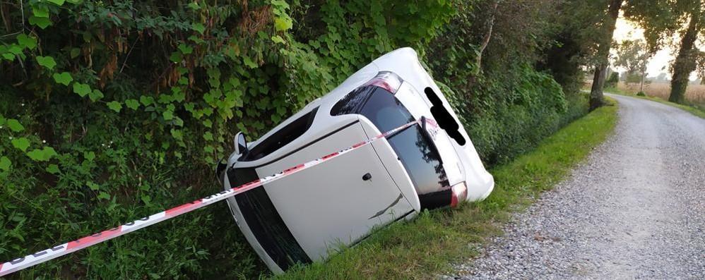 CAVENAGO Con l'auto nel canale, ferite due donne