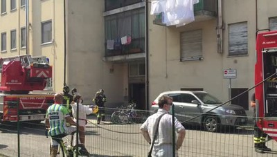 Scoppia un incendio in via Michelangelo