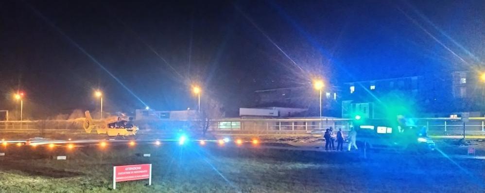 Un 79enne cade dalla bicicletta, arriva l'elisoccorso a Lodi