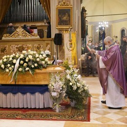 A Castelnuovo l'ultimo saluto all'ex sindaco Fabrizio Lucchini