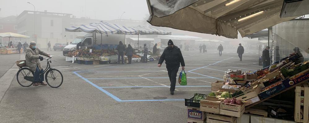 Casale, mercato ridotto per la zona rossa: spazio solo ai banchi di alimentari