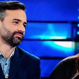 """I promessi sposi Jacopo ed Elena vincono 33mila euro ad """"Affari tuoi"""""""