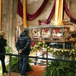 Lodi rende omaggio a San Bassiano: le reliquie traslate dalla cripta alla cattedrale