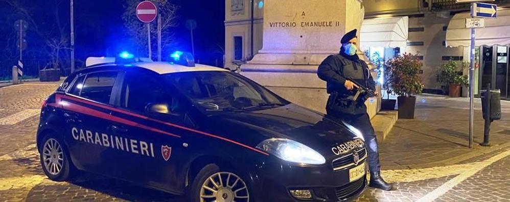 Lodi, tenta di rubare un'auto in sosta e poi aggredisce polizia e carabinieri