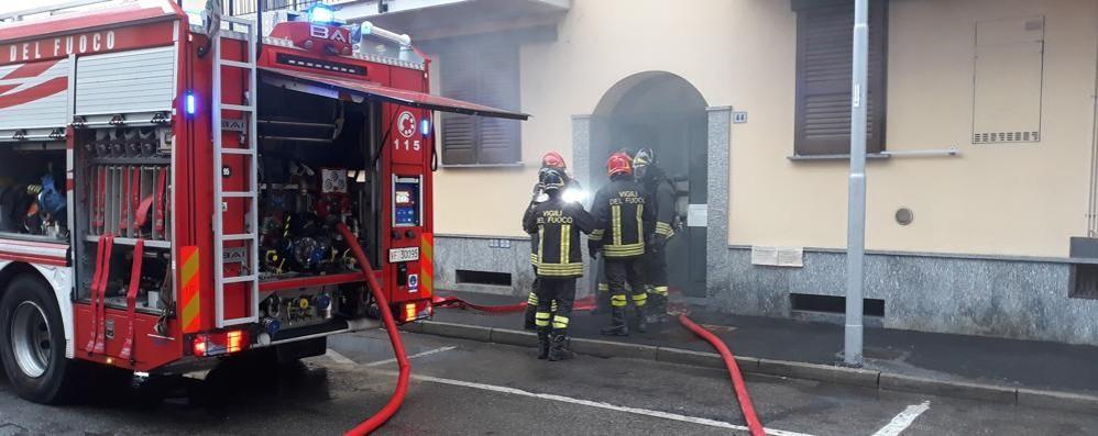 VIDEO - A Melegnano scoppia un incendio in una palazzina