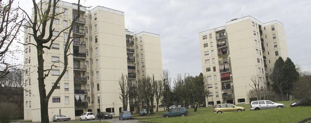 A Codogno proteste nel palazzo Aler senza ascensore