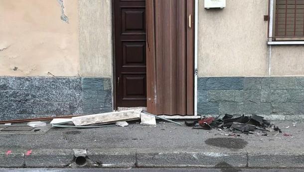 BERTONICO Auto travolge due macchine in sosta e sbatte contro una casa