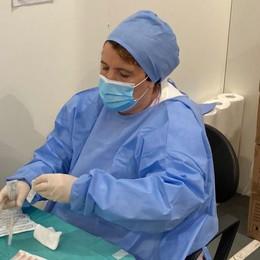 """COVID Terza dose a """"pieno ritmo"""" all'hub di Vizzolo con 120 pazienti ogni giorno"""