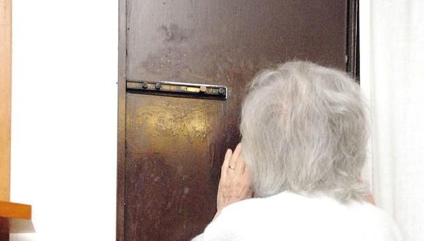 Maleo, finti agenti di polizia locale  derubano una pensionata