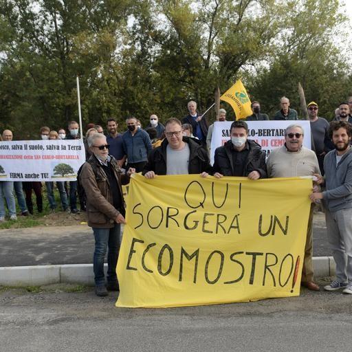 San Carlo-Bertarella, presidio a Melegnano: «Sarà soltanto una colata di cemento». Guarda il video