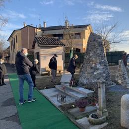 Altri nove sassi al monumento che ricorda le vittime del Covid