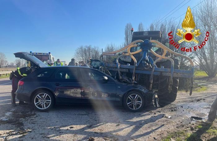 L'Audi contro il macchinario  agricolo a San Martino