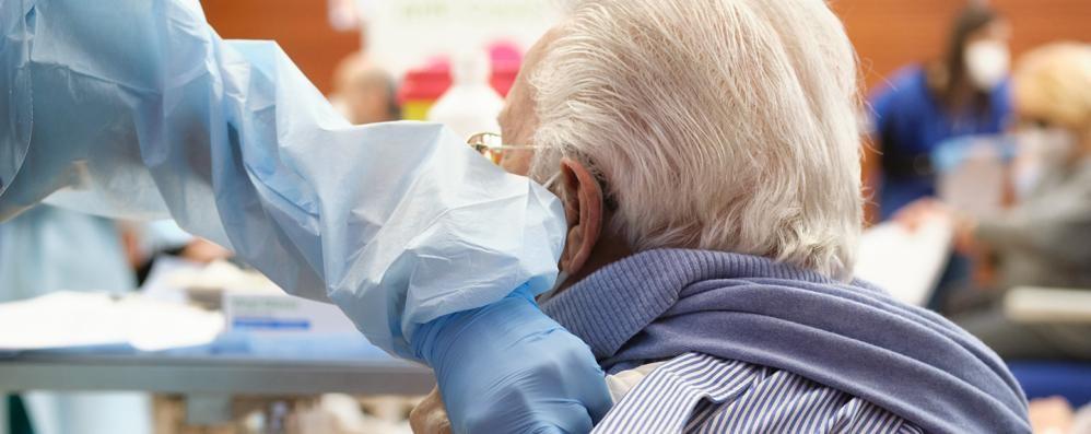 Covid, l'appello dei sindaci: «Limitare i disagi per gli over 80»