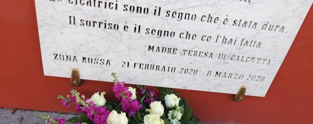 Fiori dagli Usa per i morti Covid: «Così ricordo la mia Somaglia»