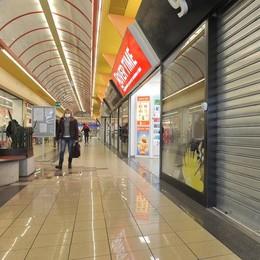"""Gallerie """"spente"""", niente shopping: per i negozianti è una """"zona nera"""""""