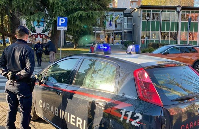 Il blitz dei carabinieri in municipio a Opera