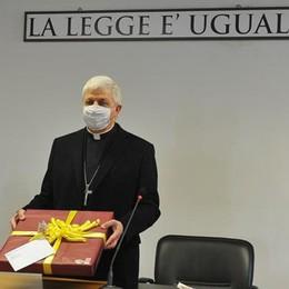 Lodi, il vescovo in visita in tribunale: «La giustizia va instaurata prima di tutto dentro di noi»