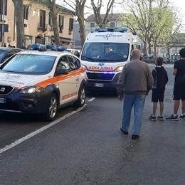 Malore in centro a Melegnano per un 84enne, arriva l'elisoccorso