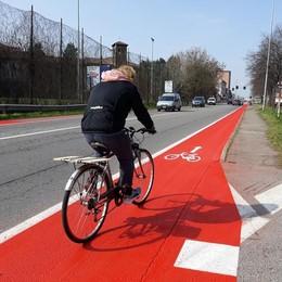 Melegnano, i ciclisti sulla striscia arancione