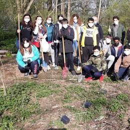MELEGNANO Scuola chiusa, ma gli allievi della Frisi scendono in campo per l'ambiente