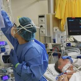 Paullo, mese da incubo per una famiglia: tutti con il Covid, in due in ospedale, il figlio a casa da solo